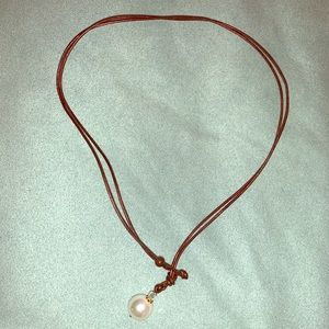 Adjustable brown leather and pearl necklace